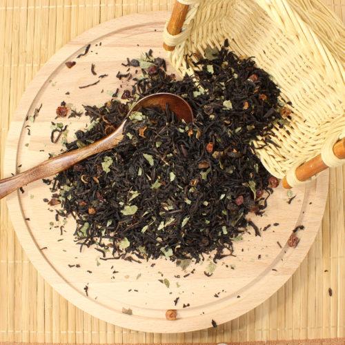 Ягодный букет ( чай черный с добавками) Черный чай, кусочки яблок, клюква, плоды шиповника, лепестки василька.